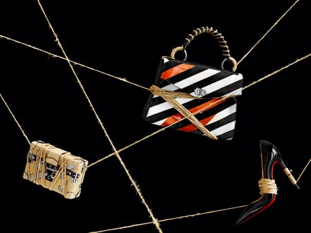 Väska, 56 400 kr, Louis Vuitton. Väska, 18 000 kr, Proenza Schouler. Pumps, 5 250 kr, Christian Louboutin.