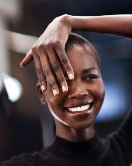 Nykhor Paul är en av de supermodeller som kritiserat okunskapen hos en del professionella makeupartister kring makeup för mörkare hudtoner.