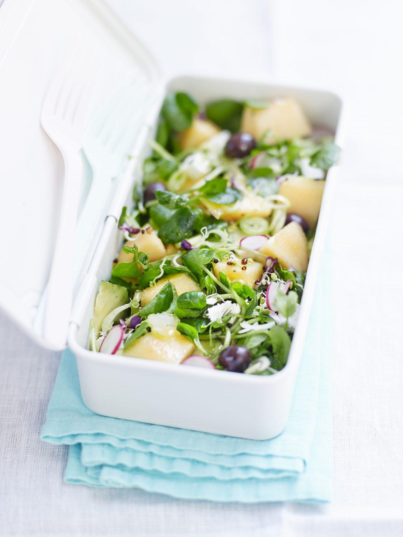 Att ta med matlåda istället för att äta lunch ute kan spara många hundralappar per vecka.
